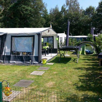 Genoeg ruimte voor een caravan, tent en hangmat