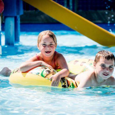 Zwemmen in het kinderzwembad